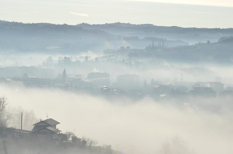 Sfeer Nizza Monferrato Herfstmist